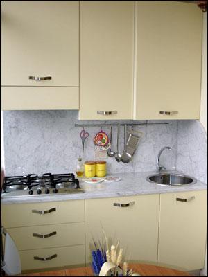 Appartamento condominio dei fiori a camaiore - Cucina balcone condominio ...